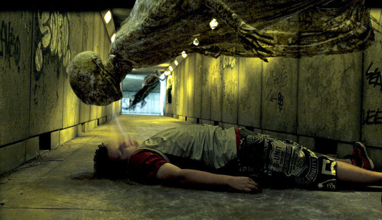 Дементор над жертвой. Кадр из кинофраншизы «Гарри Поттер»