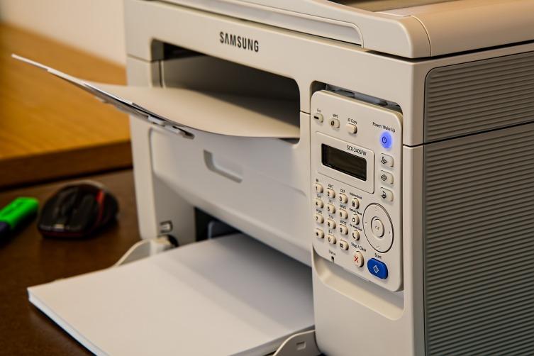 Лазерный принтер дороже, но запасы картриджей гораздо больше, чем у струйных