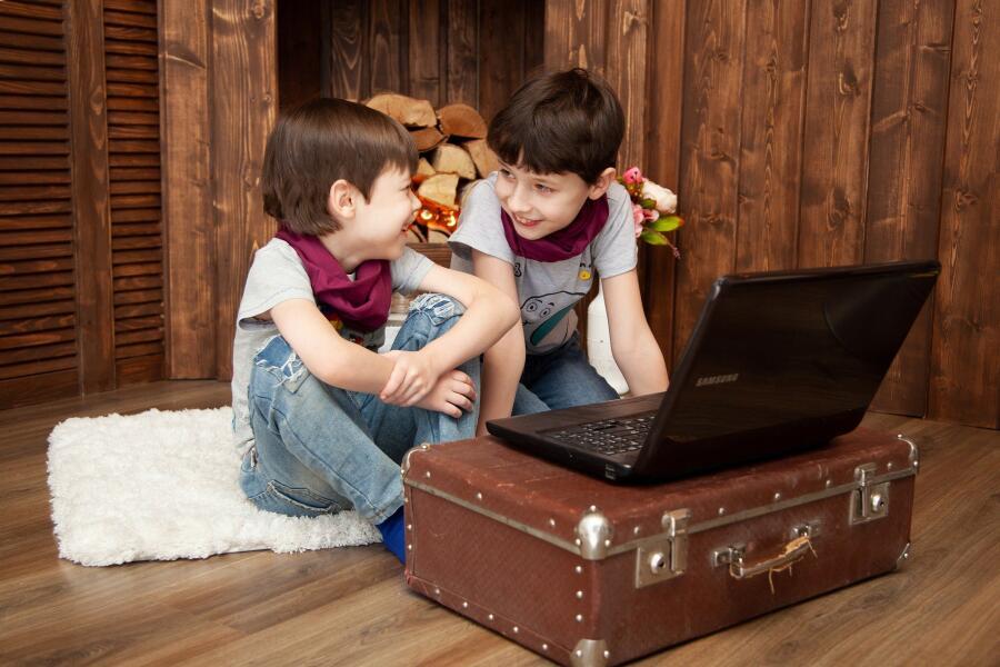 Сколько времени детям можно проводить за компьютером?