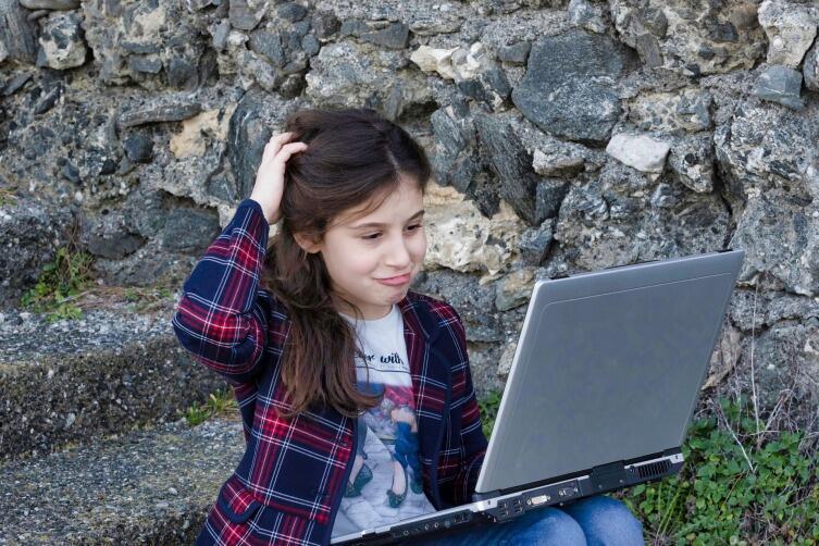 Долгое сидение за компьютером вызывает незаметное для человека переутомление