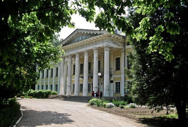 Путешествие по Беларуси. Какие тайны хранит старинный дворец в Жиличах?