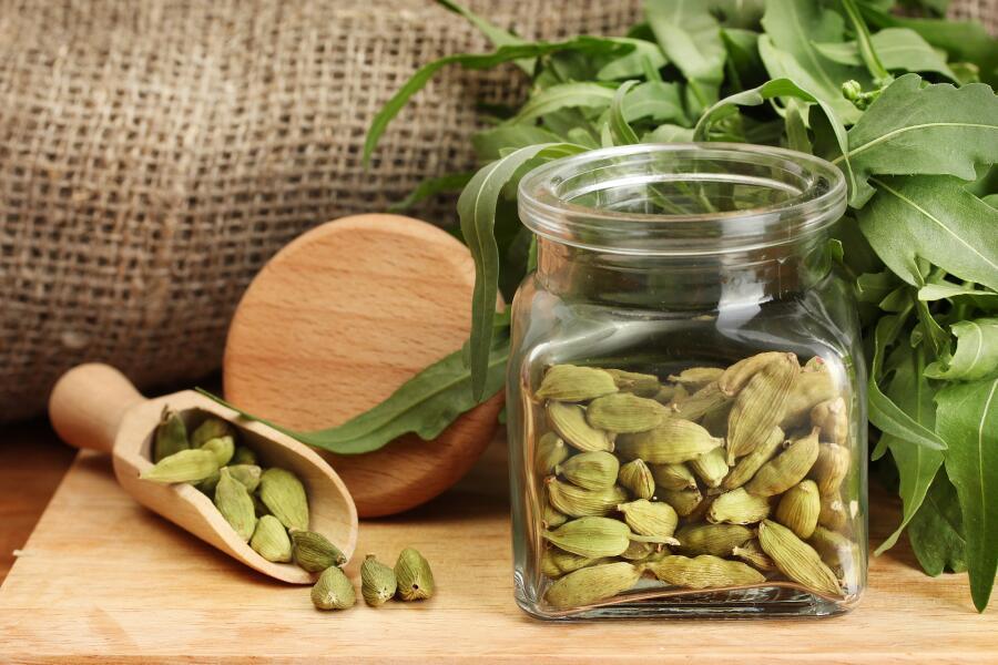 При каких проблемах со здоровьем поможет кардамон?
