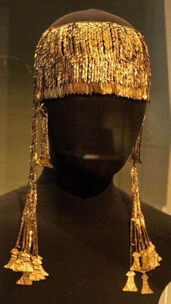Золотая диадема из клада Приама