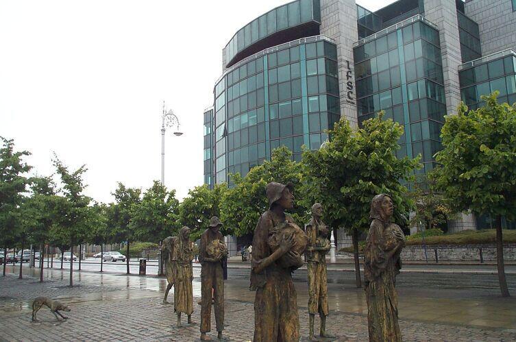 Памятник жертвам Великого голода в центре Дублина