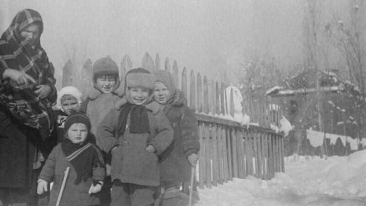 Фотограф С. О. Фридлянд, «Счастливые советские дети»