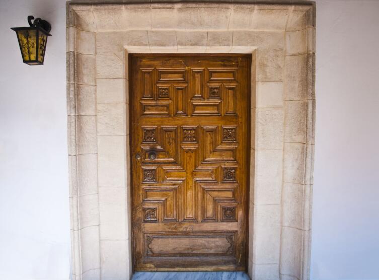 Зачем на двери рисуют крест? Предпасхальный обычай с давней историей