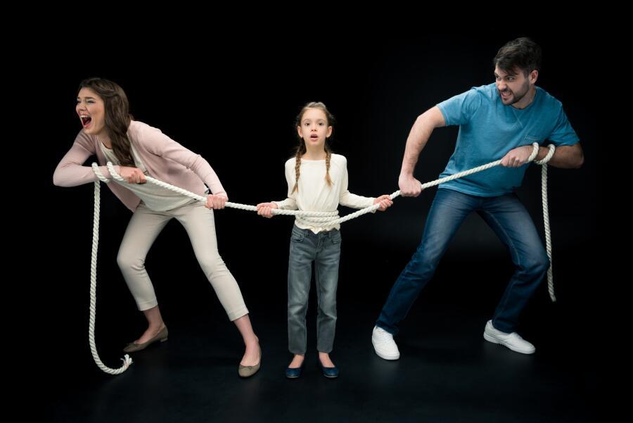 Развод: у кого больше прав на ребенка — у отца или матери?