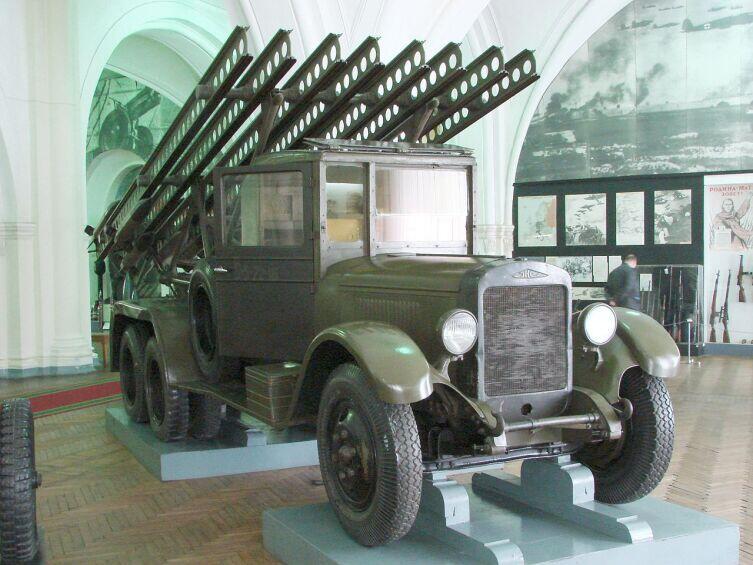 БМ-13-16 на шасси ЗИС-6 в музее Артиллерии в Санкт-Петербурге