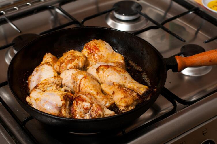 Стоит ли покупать чугунную сковороду?