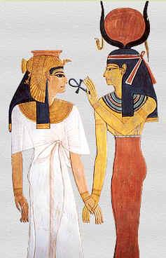 Хатхор вручает царице Нефертари Меренмут анх, символ вечной жизни. Сцена из гробницы Нефертари