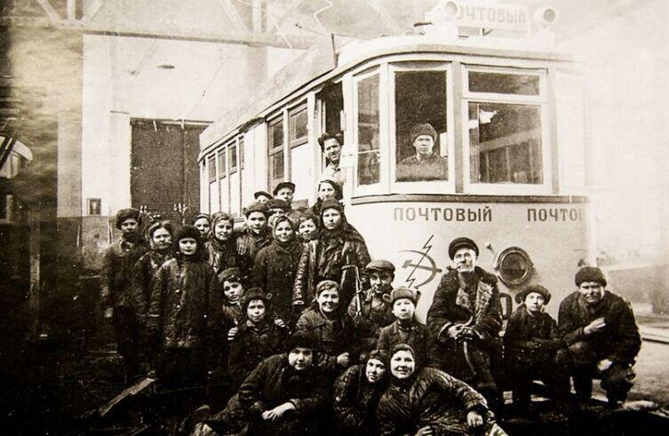 Почтовый трамвай в депо свердловского трамвайного парка. Фото 1940-х гг.