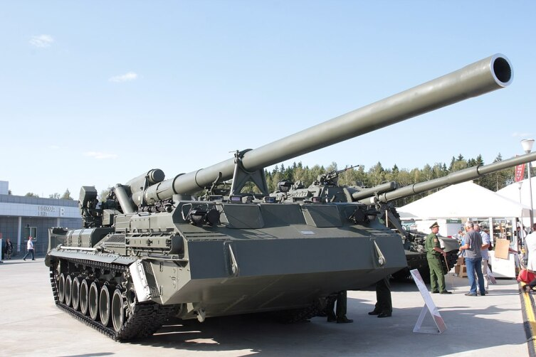 Самоходная пушка «Пион», 203мм