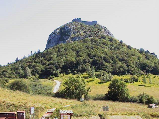 Крепость Монсегюр. Вид с подножья холма