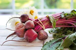 Какую пользу для здоровья дает включение в повседневный рацион блюд из свеклы?