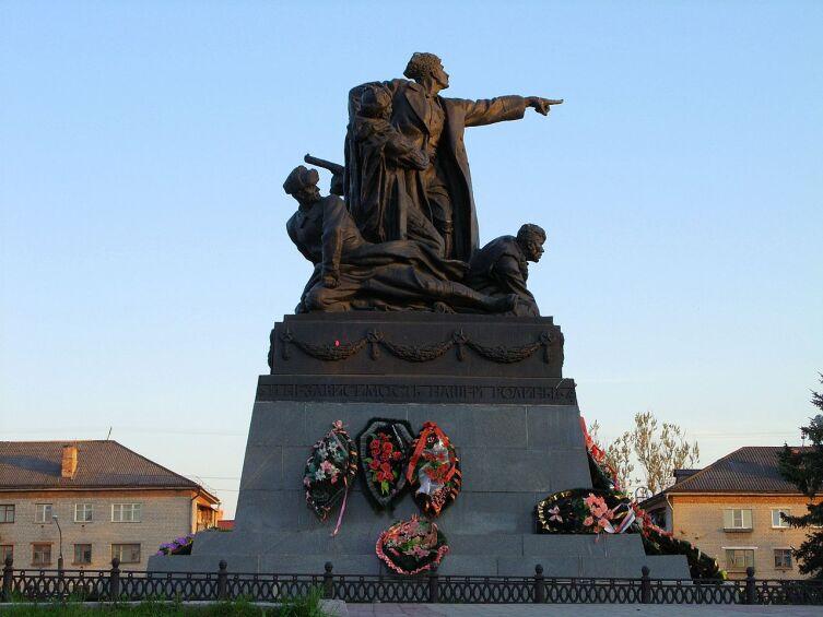 Памятник М. Г. Ефремову