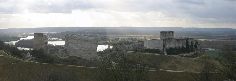 Панорамный вид на крепость Шато-Гайар