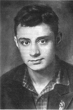 Молодой Эдуард Асадов