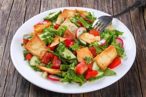 Как приготовить ближневосточный салат фаттуш?