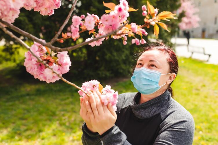 Можно ли гулять во время пандемии? Строгие ограничения против здравого смысла