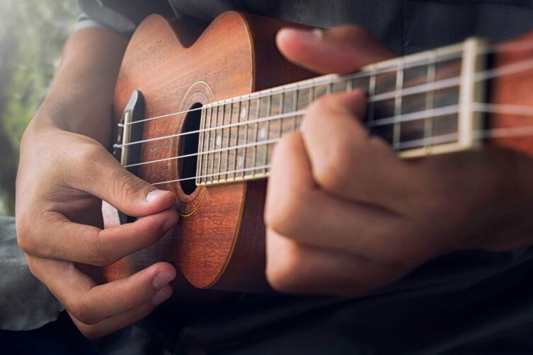 Как научиться играть на укулеле? Пять практических советов