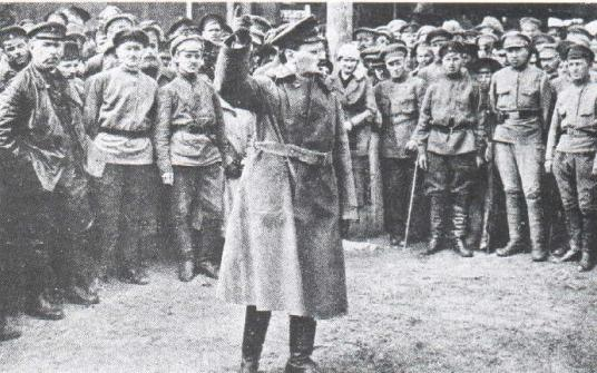 Троцкий на красноармейском митинге
