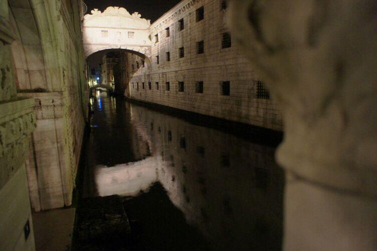 Мост Вздохов ночью