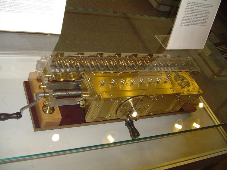 Копия механического калькулятора Лейбница в Немецком музее