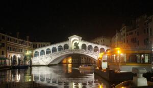Что посмотреть на прогулке по Венеции? Мост Риальто