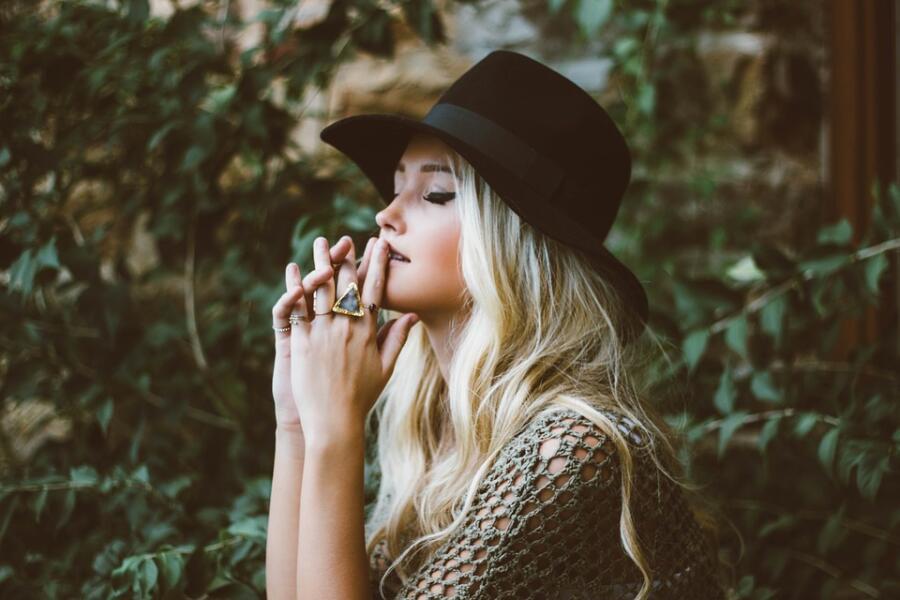 Курят ли блондинки? Всемирный день без табака и Всемирный день блондинок