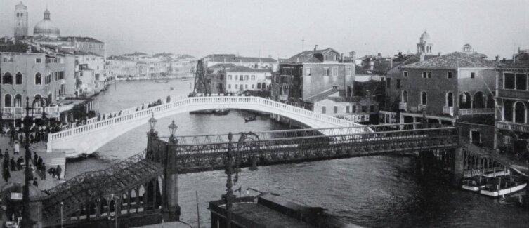 Новый и старый мост Скальци. Снимок сделан в период, когда новый мост Евгенио Миоцци уже открыт, а старый Альфреда Невилла еще не демонтирован. 1934 г.