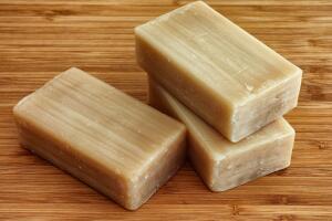 Какие малоизвестные полезные свойства есть у хозяйственного мыла?