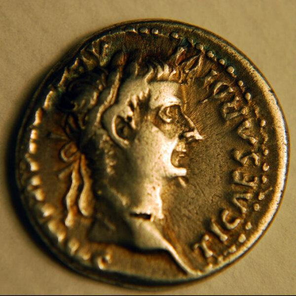 Изображение Тиберия на монете