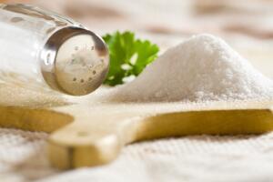 Как «белый яд» может помочь здоровью? Не сыпь мне соль на рану…