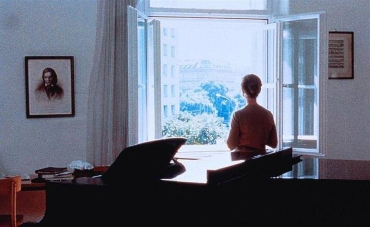 Кадр из к/ф «Пианистка», 2001 г.