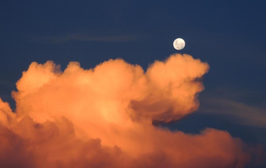 Сколько тайн у Луны?