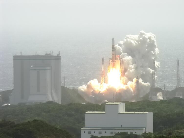 Запуск ракеты-носителя H-IIA с аппаратом «Кагуя»