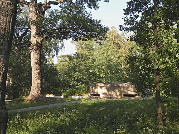 ДОТ № 122 Карельский УР. Построен в 1930 г. Парк Дубки, г. Сестрорецк