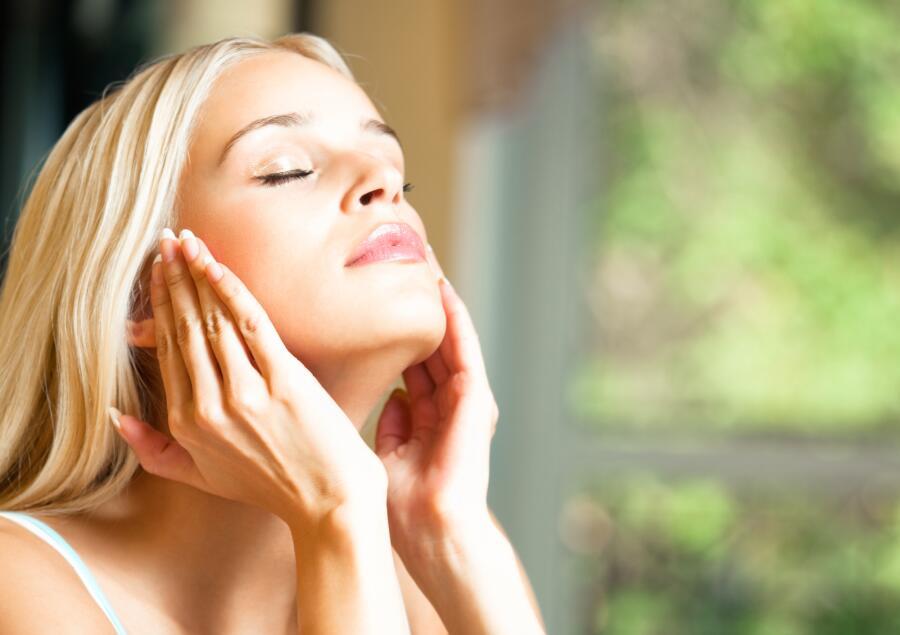 Как летом ухаживать за жирной кожей лица?
