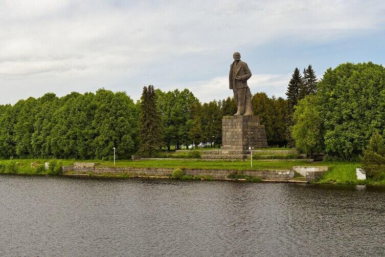 Канал имени Москвы. Памятник Ленину