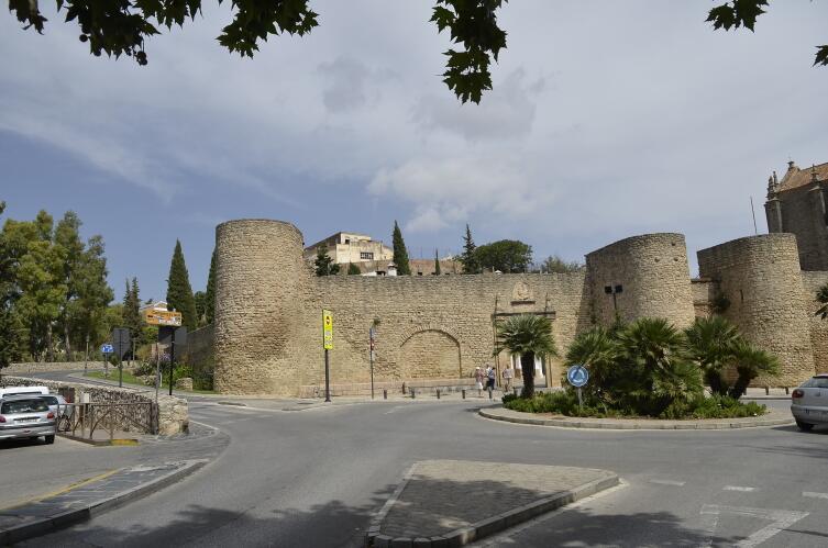 Старые стены Ронды. Ворота Almocabar