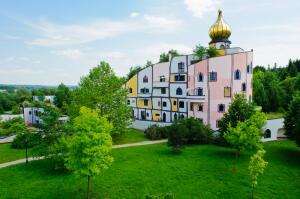 Чем знаменит австрийский архитектор Хундертвассер?
