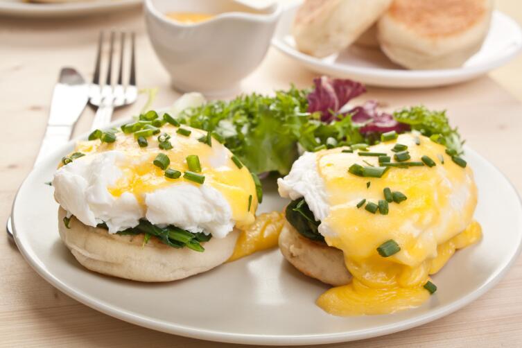 Что может быть проще, чем яйца на завтрак? Скрэмбл, пашот, аэрация и другие загадочные слова