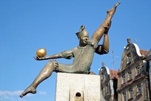 Чем занимались жонглёры в Средневековье?