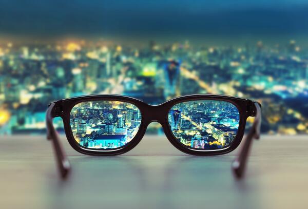 Как были изобретены очки?
