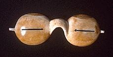 Солнцезащитные очки эскимосов из моржовой кости