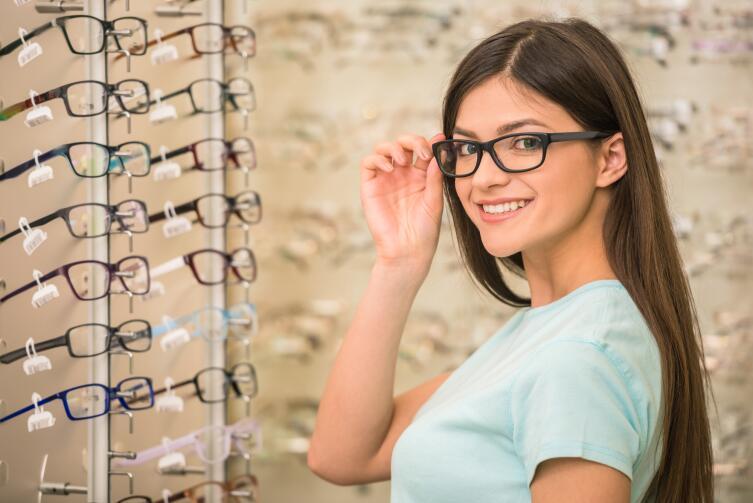 Как носили очки в старину?