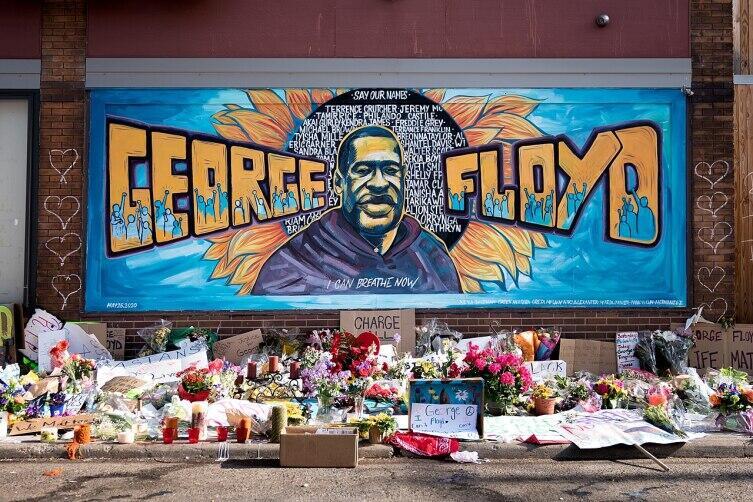 Граффити с Джорджем Флойдом рядом с местом его гибели