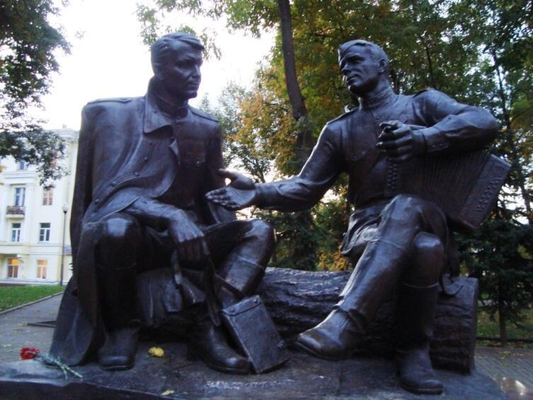 Памятник Твардовскому и Василию Тёркину в Смоленске