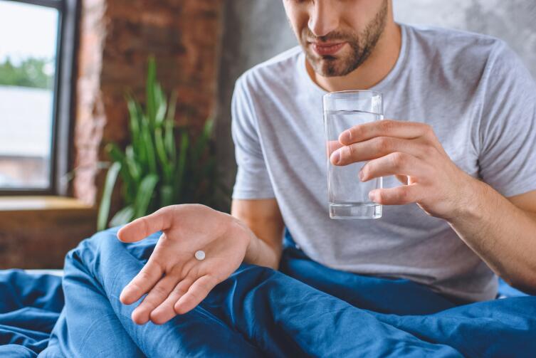 Какими напитками нельзя запивать лекарства?
