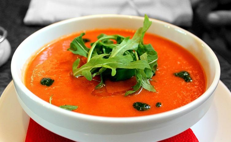 Как быстро приготовить холодный летний суп? Два простых бюджетных рецепта